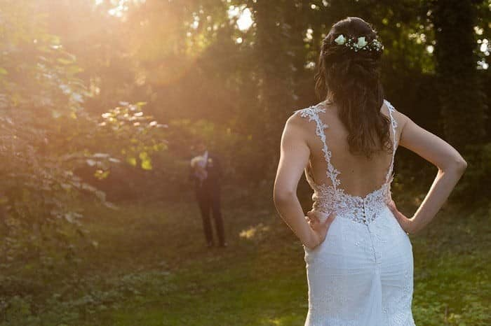 semiraccolto sposa con onde